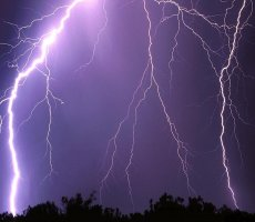 http://meteo01.fr/photonews/orage.jpg